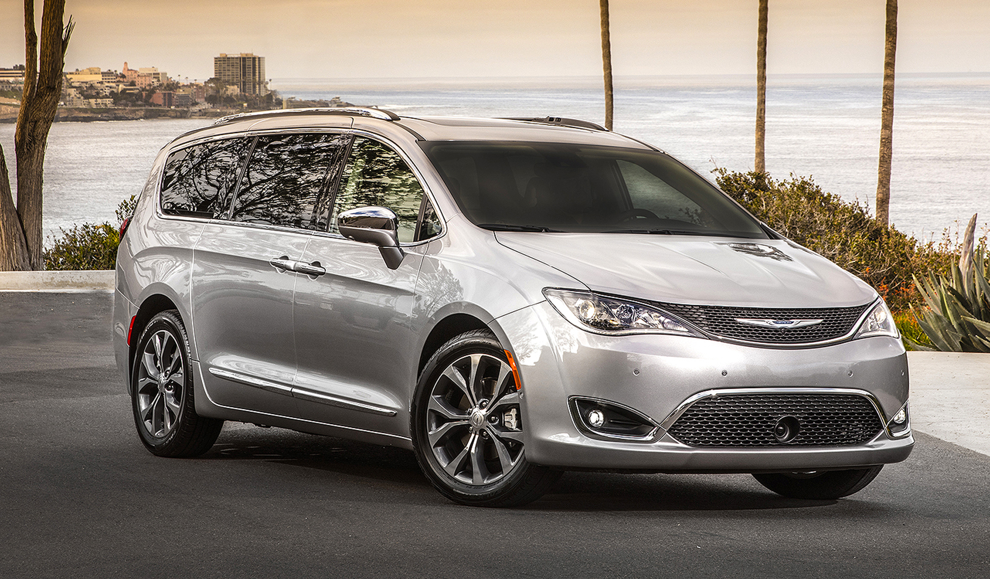 FCA under pressure to recall Chrysler Pacificas for potential stalling problem