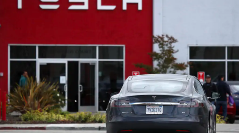 Tesla is casting a spotlight on the government's struggle to keep up with self-driving cars